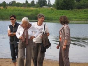 Am Fluss Ogre mit Maria Schütze-Bergengruen -   Studienreise Baltikum 158
